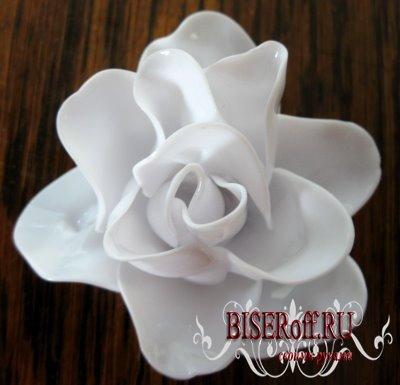 Пластиковые розы из ложек