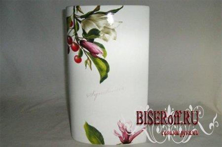 Керамическая ваза с цветами: роспись кистью
